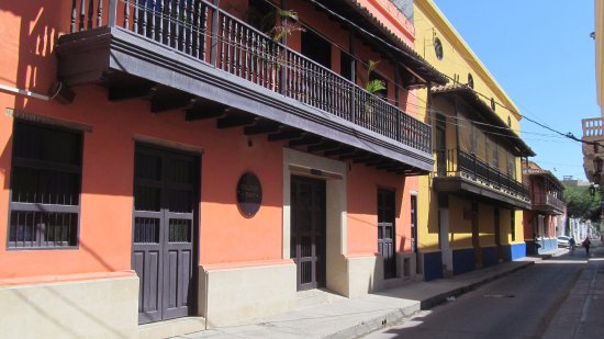 La Calzada del Santo: View of hotel from the street.