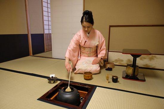 Keio Plaza Hotel Tokyo: Traditional Japanese tea ceremony.