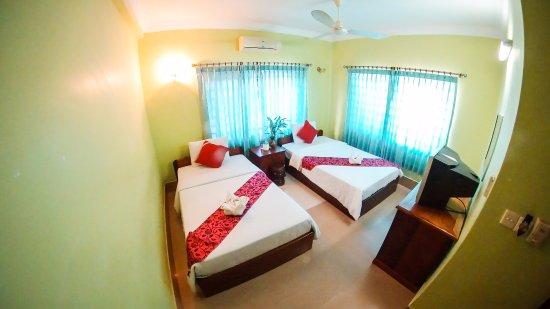 ท่าสม เกสท์เฮาส์: Twin room with air-condition, private bathroom - hot & cold shower including breakfast