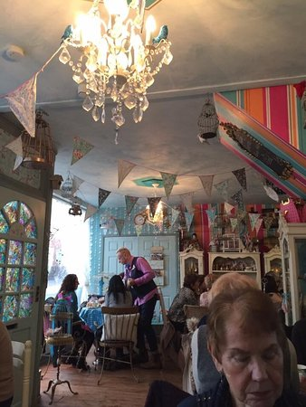 Alfreton, UK: Saturday afternoon tea at The Birdcage