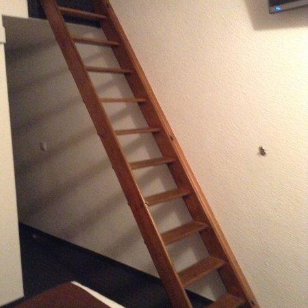 Escalier Pour Lit Double En Mezzanine Photo De Hotel Gil