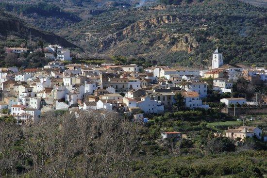 """Lecrin Valley, Ισπανία: Restábal, el pueblod donde se encuentra """"La Despensa del Valle"""", desde el Mirador de Melegís"""