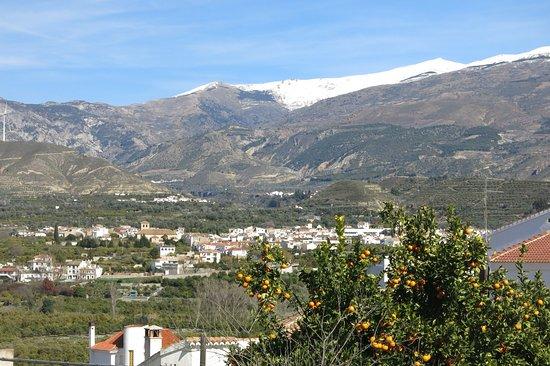 """Lecrin Valley, Ισπανία: Melegís desde Restábal. El Pico """"El Caballo"""" al fondo"""