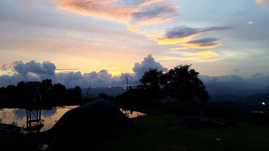 Munduk, Indonésia: Sunset views
