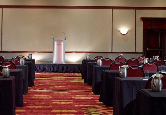 Hoffman Estates, Илинойс: Ballroom    Classroom Setup