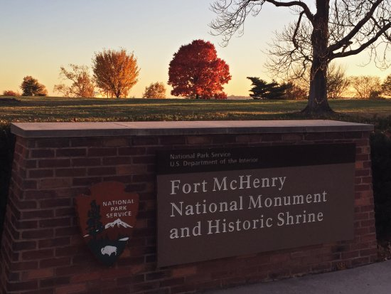 Fort McHenry National Monument: Autumn colours at Fort McHenry