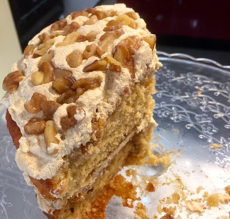 Colwall, UK: Coffee and walnut cake