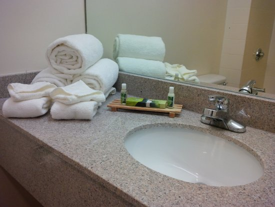 Maron Hotel & Suites: Bathroom