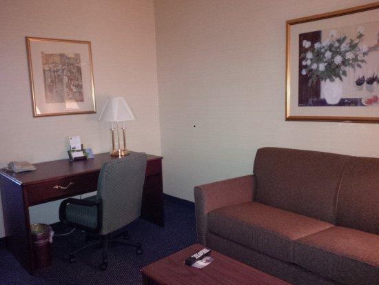 Maron Hotel & Suites: King Suite