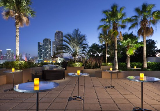 Miami Marriott Biscayne Bay: Outdoor Pool Deck    Social Event Setup