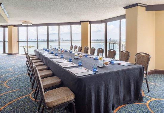 Miami Marriott Biscayne Bay: Wynwood Suite
