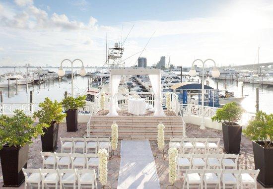 Miami Marriott Biscayne Bay: Bayfront Terrace Wedding Setup