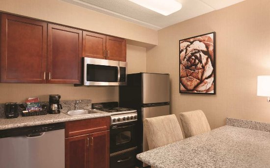 Homewood Suites by Hilton Charlotte Airport: Fully Stocked Kitchen