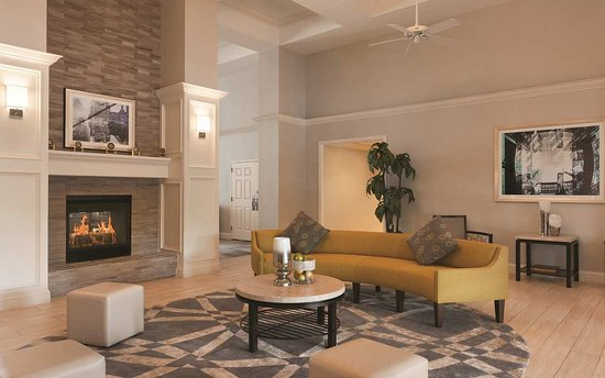 Homewood Suites by Hilton Charlotte Airport: Lobby Seating with Fireplace