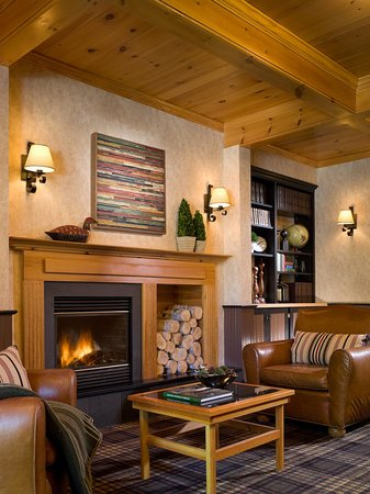 Green Mountain Suites Hotel: Library
