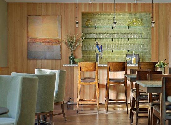 Green Mountain Suites Hotel: Bar & Lounge