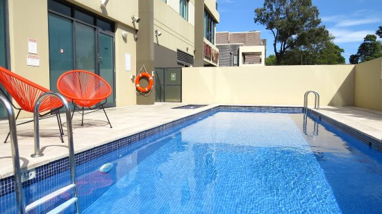 Waldorf Parramatta Apartment Hotel: Hotel Pool View