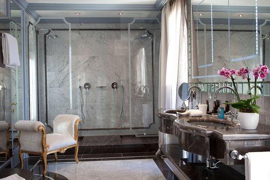 Baglioni Hotel Luna: San Giorgio Suite Bathroom