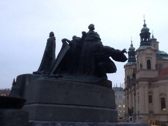 Jan Hus Monument: Lato sud