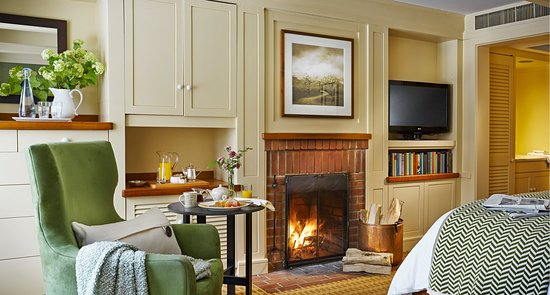 Woodstock Inn and Resort: Room Fireplace