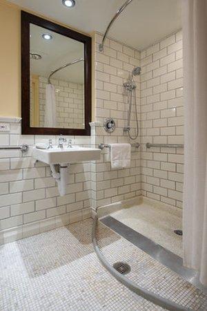 Woodstock Inn And Resort: Woodstock Handicap Accessible Roll In Shower