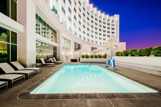 Commerce, CA: Come relax, unwind and take a dip in our outdoor, rooftop pool