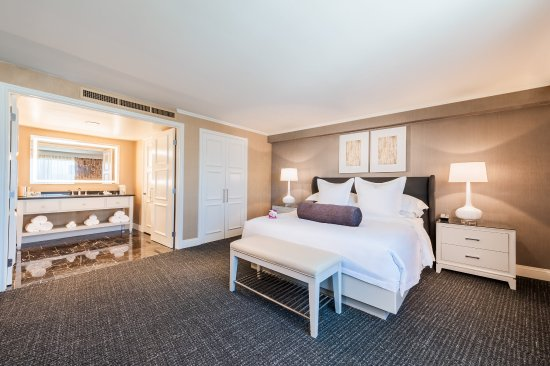 Commerce, CA: Style and comfort are the effects of our 2 room king suite