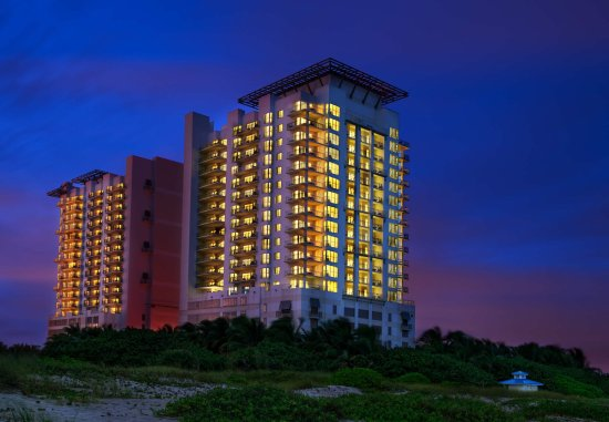 Marriott's Oceana Palms: Exterior Evening