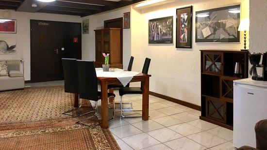 City-Hotel-Garni-Diez: Das Dreibettzimmer bietet einen großen Raum.
