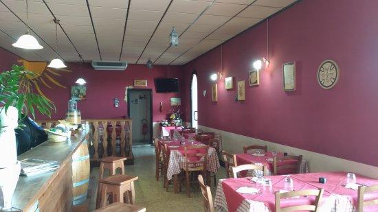 Mosciano Sant'Angelo, Italie : Osteria Del Sole