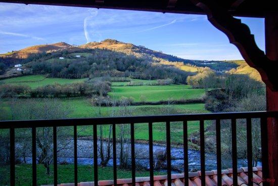 Logis Hotel Xoko-Goxoa: Depuis le petit balcon de la chambre 12 Bis