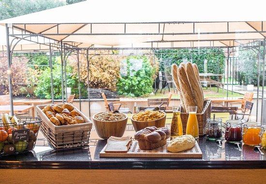 Colombes, Frankreich: Breakfast
