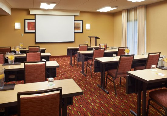 Oakbrook Terrace, IL: Meeting Room