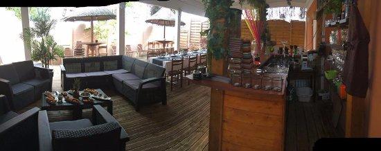 Cenon, Francia: Terrasse avec son bar. Possibilité en hiver d'être au chaud