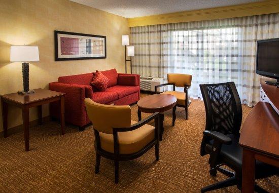 San Bruno, CA: Suite Living Area