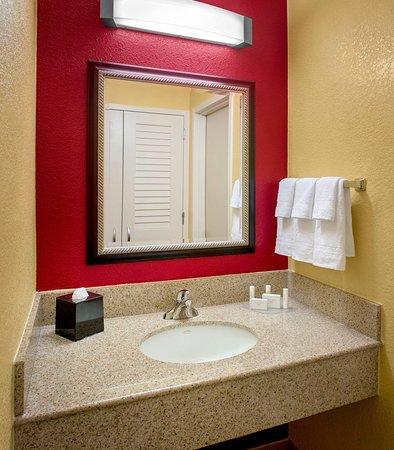 Wayne, PA: Guest Bathroom Vanity