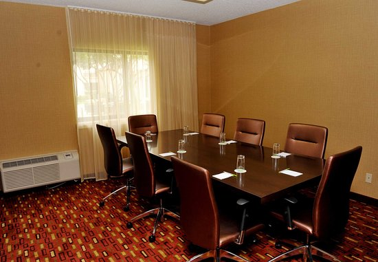 Bedford, TX: Red Oak Meeting Room