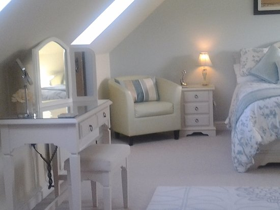 Dinas, UK : Well furnished deluxe double room