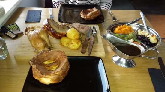 Port Erin, UK: Roast Dinner Sharing Platter