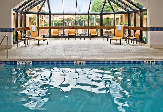 Courtyard Hanover Whippany: Indoor Pool