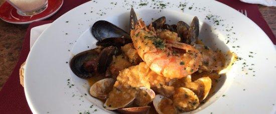 Cunit, Espanha: Tagliattelle ai frutti di Mare: pasta al dente, salsa riquísima con abundante variedad de marisc