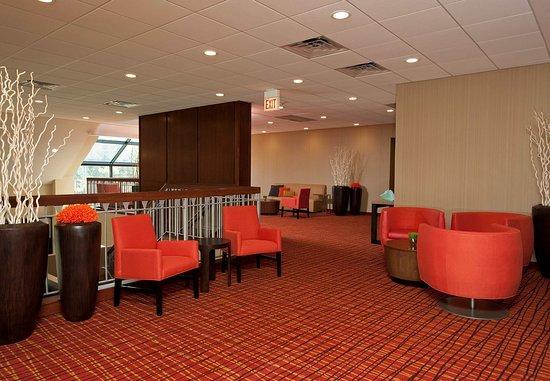 Elmhurst, IL: Second Floor Foyer