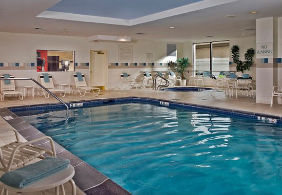 Ronkonkoma, Nova York: Indoor Pool & Whirlpool