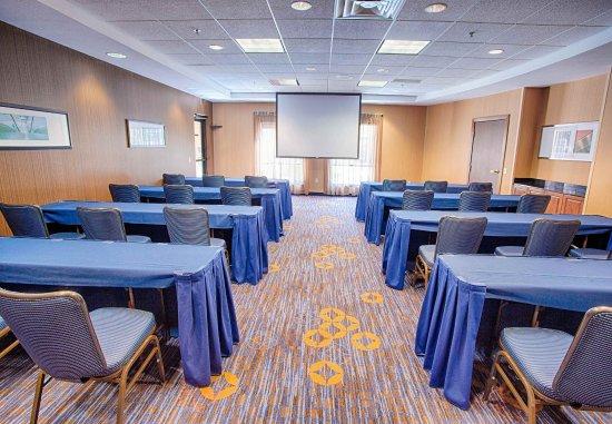 Moorhead, MN: Great Plains Room - Classroom Setup