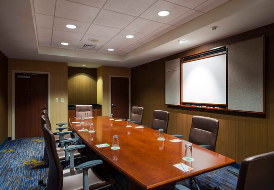 Ewing, NJ: Wynwood Boardroom