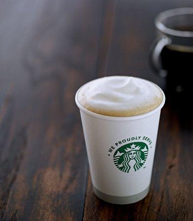 Lake Forest, Califórnia: Starbucks®