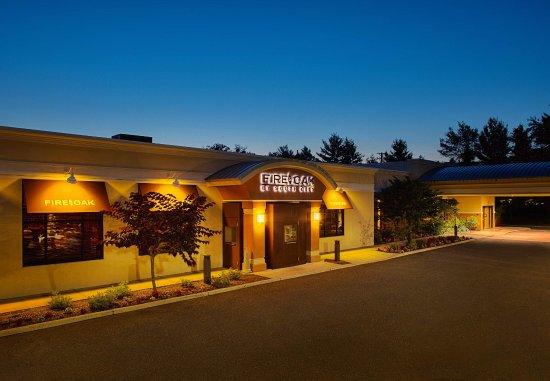 Montvale, Nueva Jersey: Fire & Oak Entrance