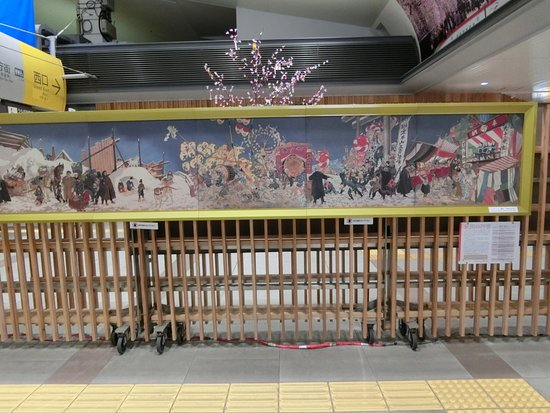 Akita, Japão: 秋田の行事、小さくなっていても通りすがりだと全部入らない