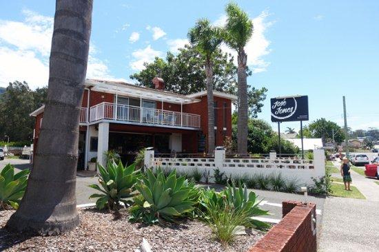 Jose Jones Restaurant Bar Thirroul Beach Motel