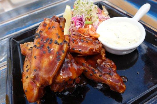 Thirroul, Australia: Chicken wings